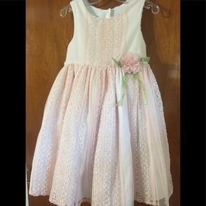 Cute dress from Pippa & Julie. Slightly used.